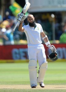 Hashim Amla celebrates his 21st T est century, his 5th against Australia. Pictures by: Cricket South Africa