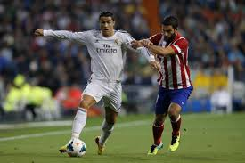 Cristiano Ronaldo trying to pass through Atletico Madridf's defender.  Pictures by CR7.Net