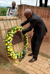 he Premier of KwaZulu Natal Senzo Mchunu places a reed in commemoration of the late former President of South Africa Nelson Mandela in Hawick on Monday. Pictures from: