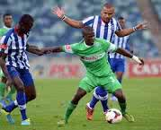 Goodman Dlamini battling for the ball with Delron Buckley. Picture from: www.amazulufc.net