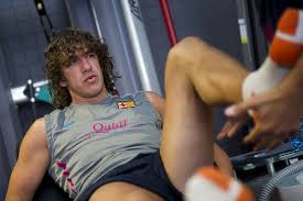 Barcelona's Carlos Puyol struggling with his knee injury that made him to leave football for a while to recover. Picture by Barcelona.com Regards