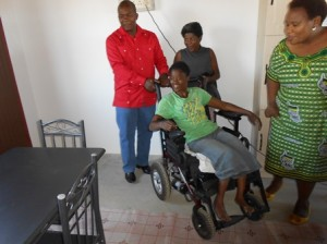 Lungile checking out her house with Mayor James Nxumalo and her mother. Picture by:
