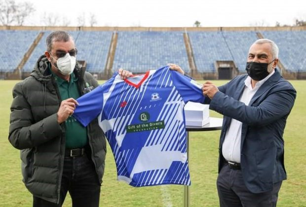 Left: Founder of the Gift of the Givers Foundation, Dr Imtiaz Sooliman and Farouk Kadodia chairman of Maritzburg United FC